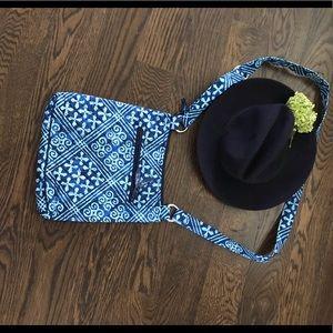 VERA BRADLEY-classic crossbody bag- navy/geometric